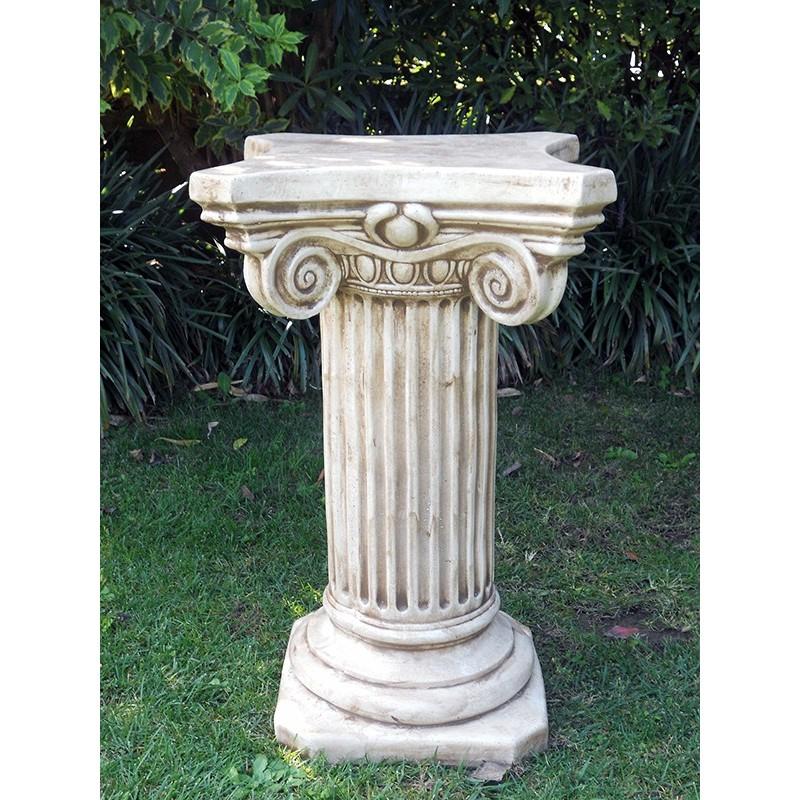 Capitello Camilla - arredo da giardino in graniglia di marmo di Carrara