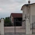 Pilastro Gonzaga G. - edilizia in cemento bianco