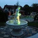 Fontana Siena, fontana da giardino funzionante in cemento bianco.