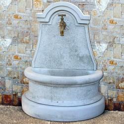 Fontana a muro Luciana - fontane da giardino con rubinetto in graniglia di marmo di Carrara
