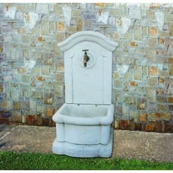 Fontana a muro Alice - fontane da giardino con rubinetto in graniglia di marmo di Carrara