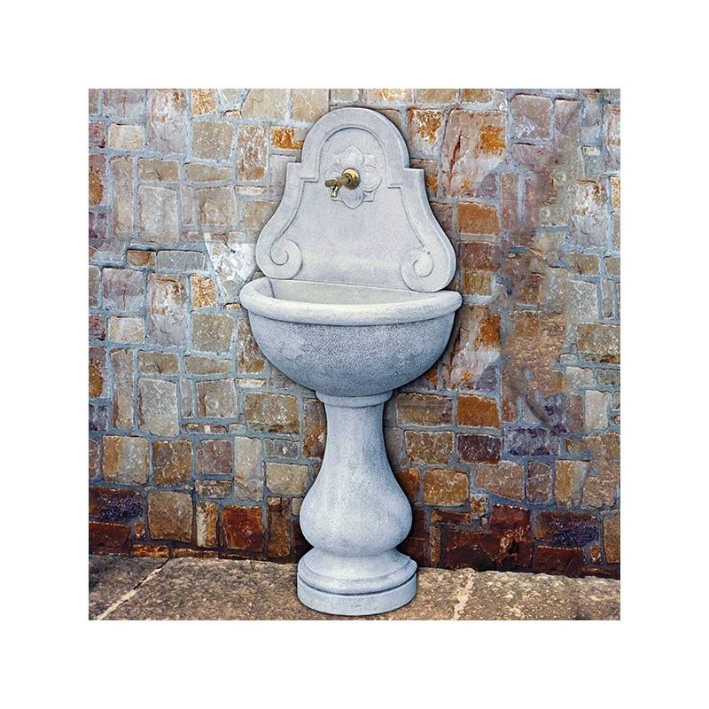 Fontana a muro Lione (piccola) - fontane da giardino con rubinetto in graniglia di marmo di Carrara