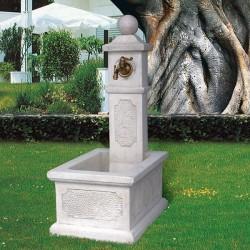 Fontana Martina - fontana da giardino con rubinetto in cemento bianco 100% made in italy