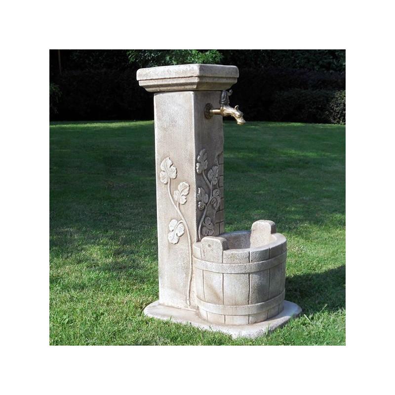 Fontanella Luna - fontane da giardino con rubinetto in graniglia di marmo di Carrara