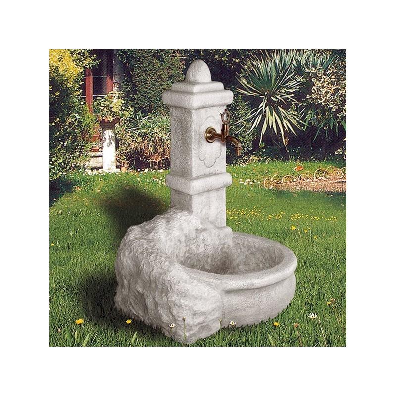 Fontana Carolina - fontane da giardino con rubinetto in graniglia di marmo di Carrara
