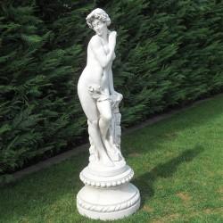 Flora - statua da giardino in pietra ricomposta 100% Made in Italy.