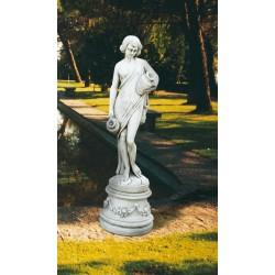 Acquaiola- statue da giardino in pietra ricomposta